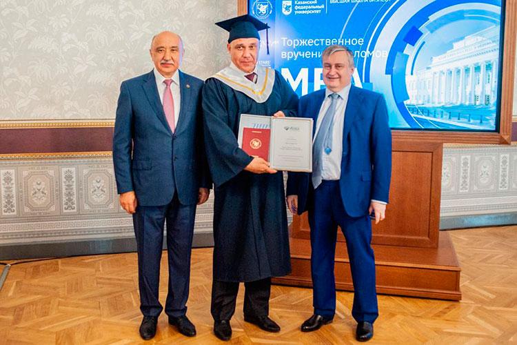 В историческом императорском зале Казанского федерального университета состоялась торжественная церемония вручения дипломов выпускникам MBA