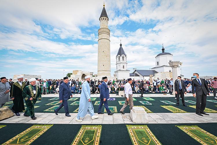 Татарстан включил вплан, видимо, рассчитывая нафедеральное финансирование, иряд традиционных мероприятий: KazanSummit, форум татарских религиозных деятелей, «Изге Болгар жыены» идаже заседание клуба «Валдай»
