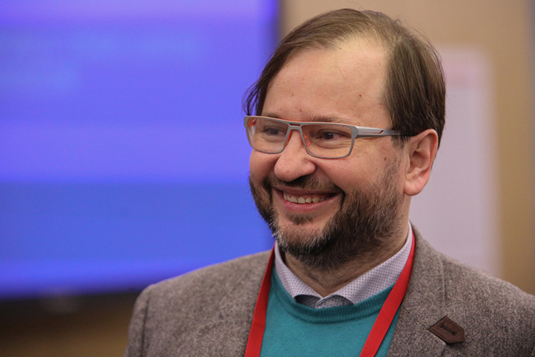Михаил Виноградов:«Общество разбито нашесть-семь групп: кто-то вакцинировался иуговаривает других, кто-то вакцинировался ижалеет, что вакцинировался нетем»