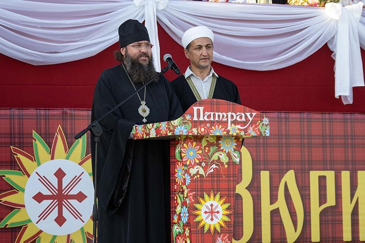 Открыли праздник епископ Елабужский Иннокентий и имам-мухтасиб Ильгам Миннегалиев