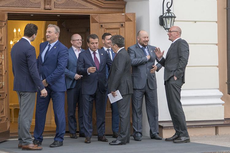 Дмитрий Чернышенко (справа) нетакой ужидалекий для Татарстана вице-премьер. Ончасто бывает вреспублике