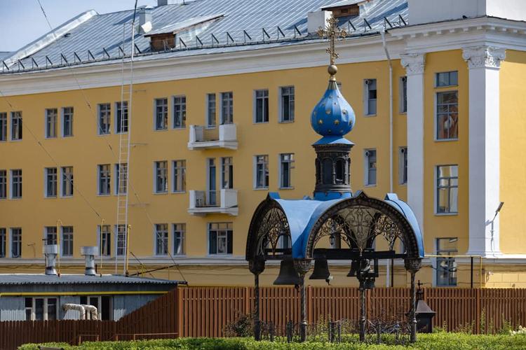На месте раскопа позже появилась небольшая часовня, символически обозначающая место обретения Казанской иконы Божией Матери