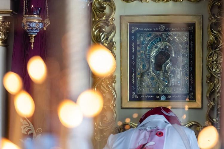 Идея о строительстве собора родилась еще во время подготовки к празднованию тысячелетия Казани. Тогда встал вопрос передачи городу папой Римским Иоанном Павлом II Ватиканского списка Казанской иконы Божией Матери