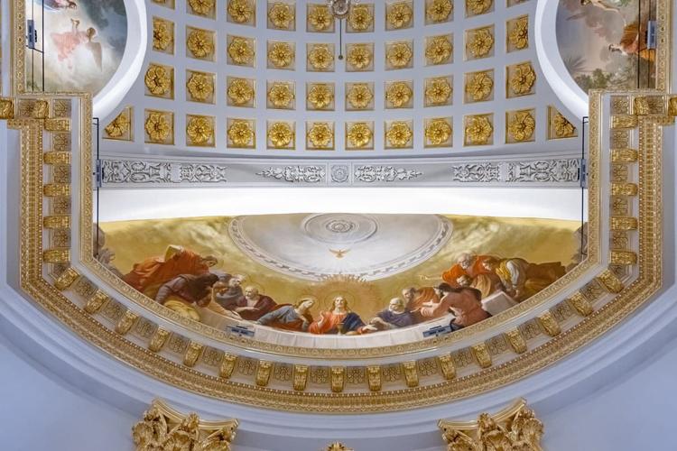 Роспись сюжета «Тайная вечеря» в алтарной части храма, в его восточной конхе. Художники Михаил Плотников и Андрей Полухин