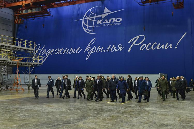 «УКазанского авиазавода, может, инесамое светлое, нобудущее есть. Есть перспективы для стабильной загрузки помодернизации ипроизводству Ту-160, кпримеру. Апотом, вотдаленной перспективе, завод сможет заняться производством ПАК ДА»