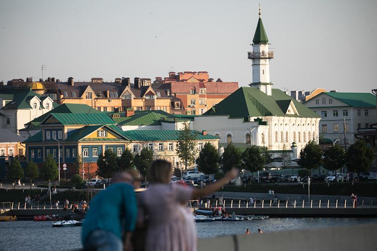 Туристы сегодня вцелом выбирают центр города для прогулок: улица Баумана, Кремлевская Набережная, наша жемчужина Старо-татарская слобода