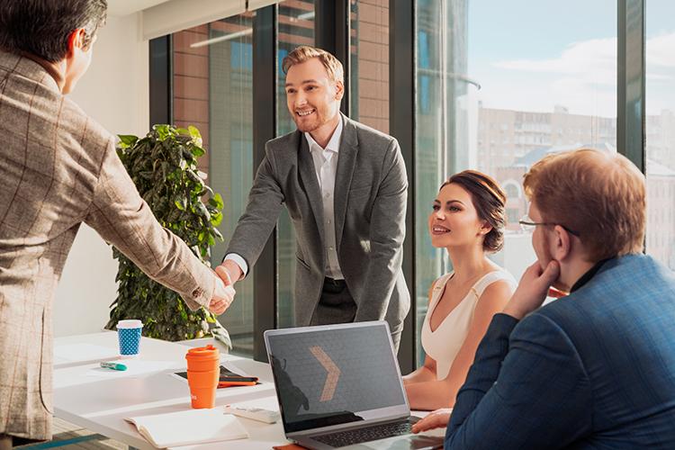 КомпанияX5Retailпредлагает для своих сотрудников ставший классическим полис ДМС, аеще скидки упартнеров