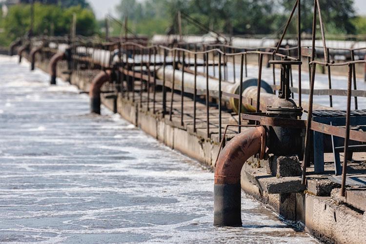 В апреле комиссия выезжала в Тюлячинский район. Гаязов назвал вопиющей ситуацию, при которой в Тюлячах есть четыре очистных сооружения, но работает только одно