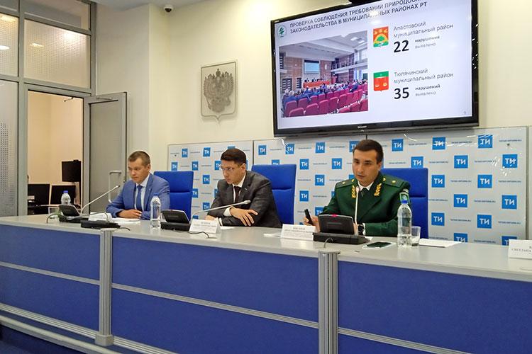 Экспертная группа по противодействию коррупции в этом году работала в Апастовском и в Тюлячинском районах Татарстана. О результатах проверки накануне рассказал Рустам Гаязов