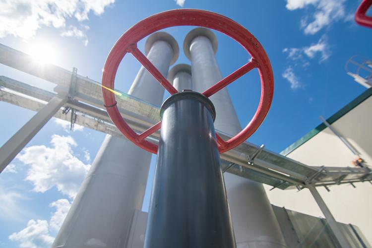 Весомый вклад вобщий котел внесло сырье: поступления отдобычи иреализации, собственно, нефти заминусом экспортной пошлины увеличились на36% до112,9млрд рублей