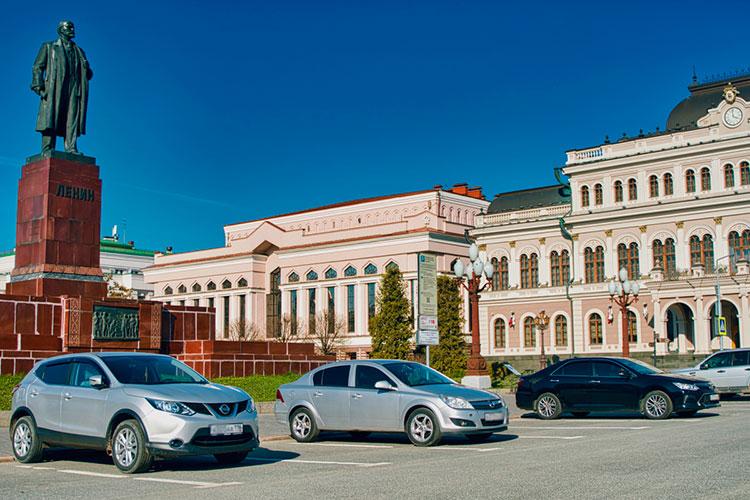 В апреле прошлого года после обращения ресторанного бизнеса к мэру Казани Ильсуру Метшину в городе ввели льготный режим работы муниципальных парковок, который затем продлили до 1 сентября 2021 года