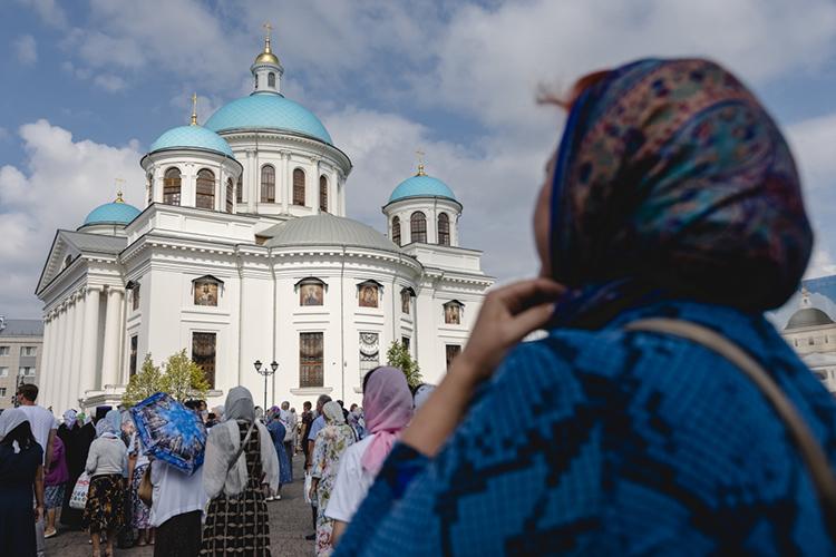 Двери уникального воссозданного храма открылись, онсдан вэксплуатацию, его уже посещают прихожане, там ведутся службы. Новопросы все равно остаются