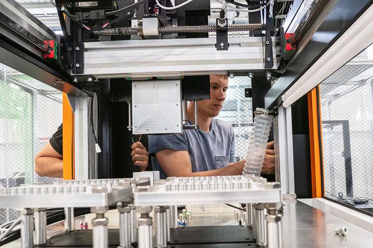 «Эвотэк-Мирай Геномикс»наладилавТатарстане выпуск японских приборов LifeRing— систем для быстрой генетической диагностики инфекционных заболеваний, которые используются втом числе для диагностики коронавируса