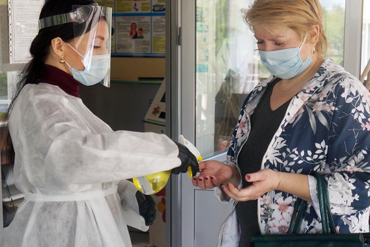 Нахороший результат повлияла идругая деталь, связанная спандемией Covid-19:россияне стали чаще мыть руки ипользоваться темисанитайзерами, что негативно отразилось насостоянии кожи