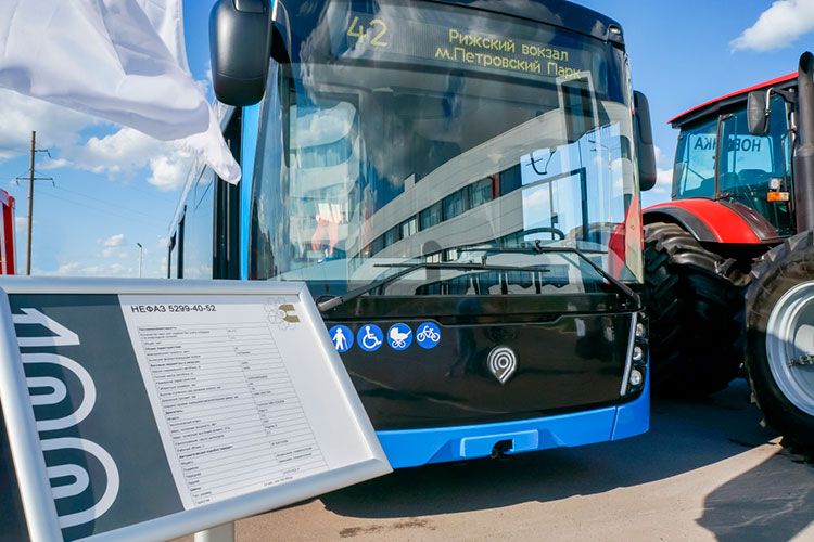 Камазовские «НЕФАЗы» вновь начнут перевозить жителей Набережных Челнов. Автобусы будут оформлены в синем цвете