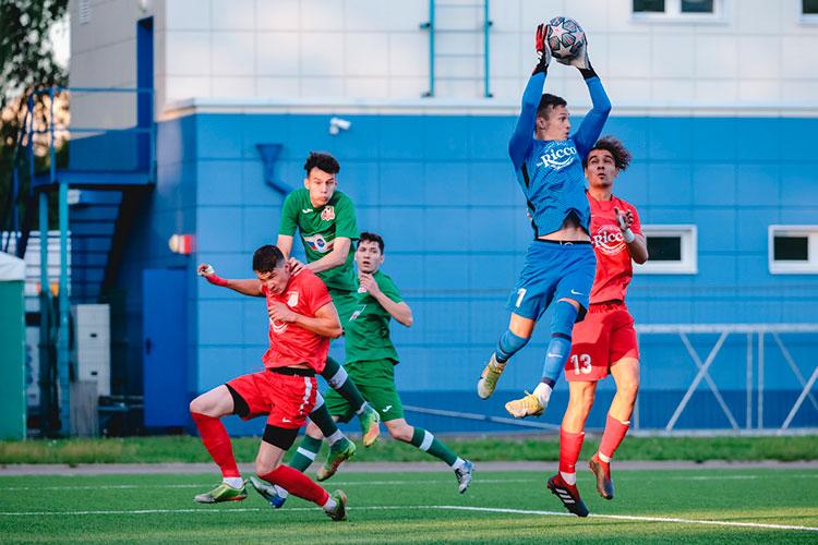 «Нэфис» — главный претендент на победу в чемпионате Татарстана. В нем играют преимущественно футболисты, которые занимались в академиях «Рубина», «Нефтехимика» и «КАМАЗа»