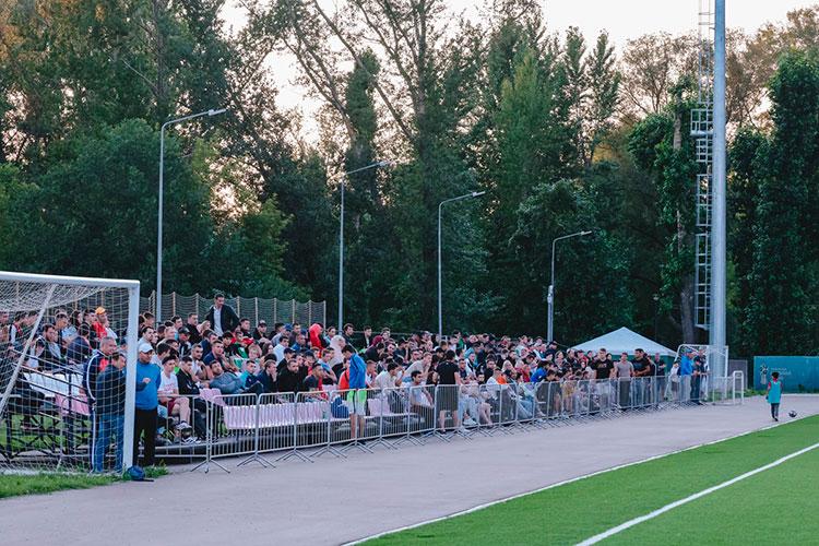 Болельщики— преимущественно бывшие футболисты, игроки других команд чемпионата Татарстана, тренеры этих команд