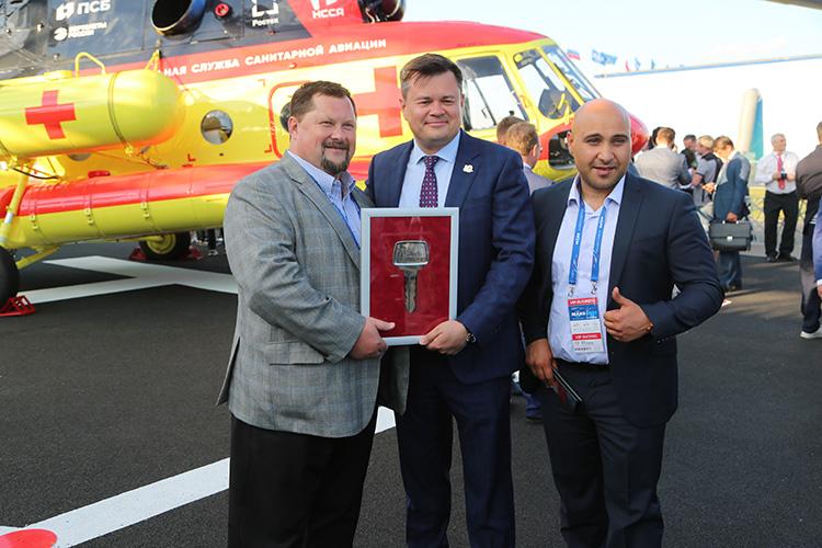 «Ансат-М» совершил первый полет вконце 2020 года, апосле МАКСа продолжит сертификационные испытания. Серийные поставки планируют начать в2022 году. Уже есть заказчик— «Полярные авиалинии»