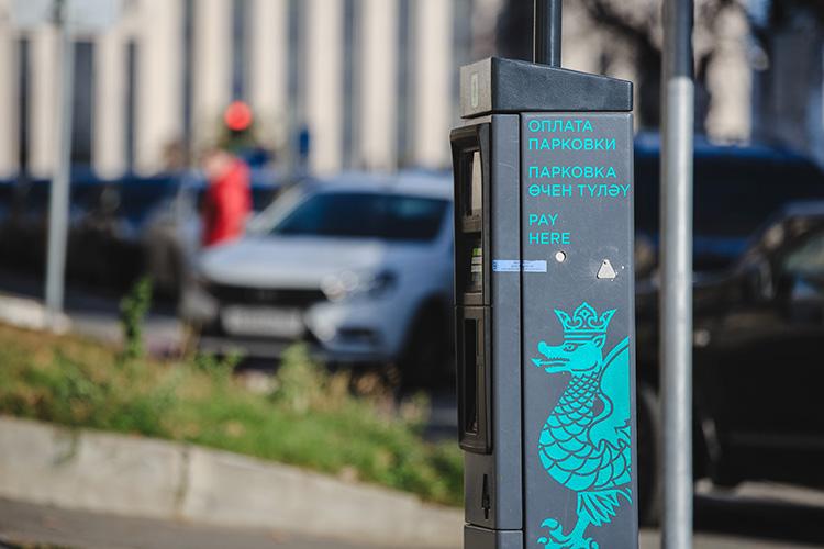 На установку дорожных знаков, паркоматов, увеличение парка авто для фотовидеофиксации нарушений, разметку новых 2,4 тыс. машиномест город направит 37 млн рублей
