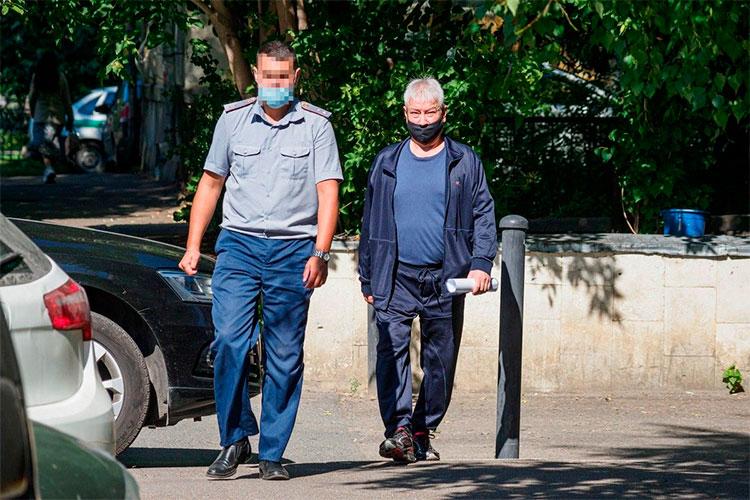 Бывший председатель правления ПАО «Татфондбанк» Роберт Мусин прибыл сегодня в суд за 15 минут до начала процесса. Держался уверенно, ни малейшего волнения его поведение не выдавало