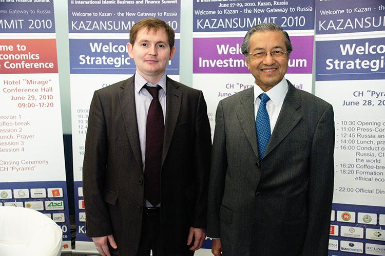 KazanSummit начинался вконце нулевых как проект тогдашнего директора Российского центра исламской экономики ифинансов при РИУЛинара Якупова (слева). Сенсацией стало участие всаммите 2010-г 85-летнего отца малазийского «экономического чуда», экс-премьер-министра МалайзииМахатхира Мохаммада. Нидо, нипосле саммит непривлекал гостей такого уровня