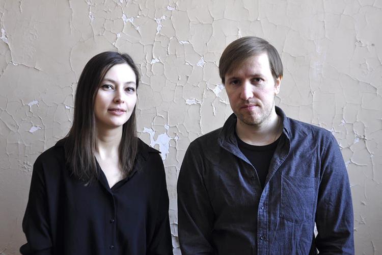 Дмитрий Окружнов иМария Шарова буквально вырывают зрителя изкомфортного контекста, чтобы через свои работы узнать— анезастрялили мывМатрице?