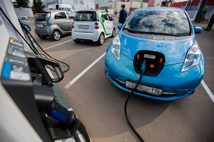 Спикеры пришли кмнению, что электротяга постепенно будет замещать двигатели внутреннего сгорания: электромобили легче дооснащаются, быстрее адаптируются