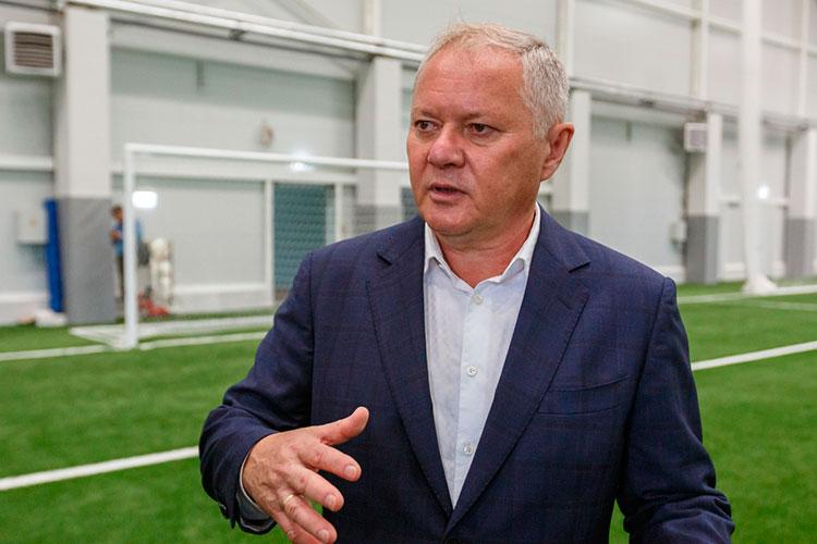 Игорь Цаплюк, работающий в департаменте по проведению соревнований белорусской федерации футбола (АБФФ) хорошо знаком с нынешним директором Центрального Ильгизом Фахриевым (на фото)