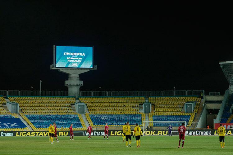 Сегодня белорусский клуб «Торпедо-БЕЛаз» проведет свой первый матч в Казани — с «Копенгагеном». По политическим мотивам нейтральной площадкой выбрали Центральный стадион