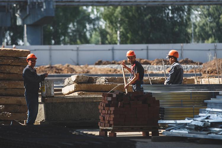 Большие проблемы срабочей силой испытывает строительная отрасль, вкоторой восновном трудились мигранты, изасчёт своей относительной дешевизны позволяли отрасли неплохо развиваться