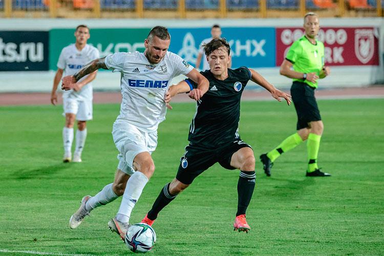 Особенно интересно было понаблюдать за двумя игроками, которые недавно играли за «Рубин». Виталий Устинов, российский защитник, выступает за клуб из Жодино с 2020 года