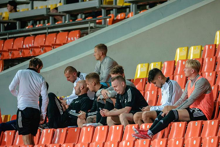 Хотя такие политически окрашенные игры порешению УЕФА проходят без зрителей, интересные гости встречу «Торпедо-БелАЗа» с«Копенгагеном» всёже посетили