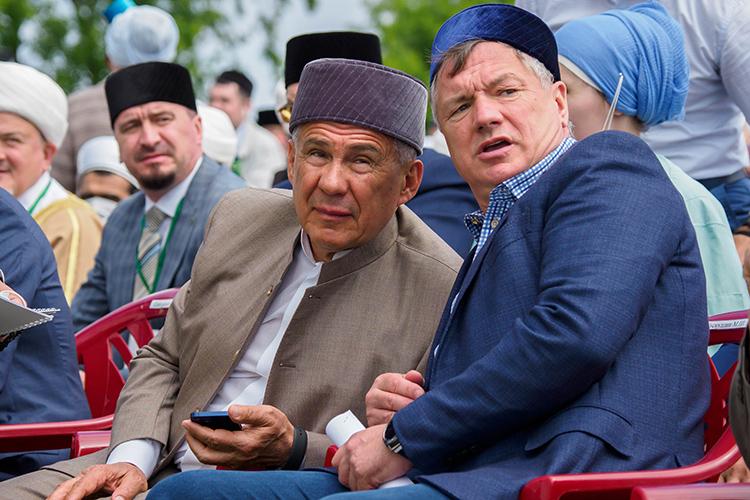 Малозамеченныминаэтой неделе оказались слова, сказанныеРустамом Минихановым (слева) о том, что «выбрал вцентре» место для Соборной мечети вКазани идобавил, что хочет рассказать освоем решении вице-премьеру РоссииМарату Хуснуллину (справа)
