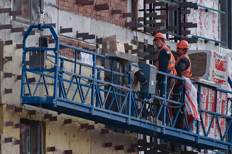 Надефицит утеплителя указывают иучастники строительного рынка. Пословам Колесникова,России нехватает мощностей, чтобы удовлетворить спрос— последние пять лет игроки рынка невкладывали встроительство новых предприятий