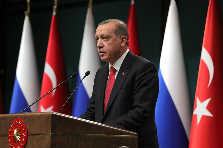 Реджеп Тайип Эрдоганнеоднократно заявлял, что оннепризнает Крым российским ипоследовательно выступает зацелостность Украины