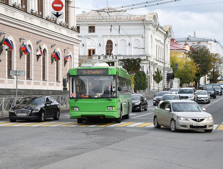 Встолице РТэксперимент начался смаршрута №2— десять троллейбусов совчерашнего дня оснащены тремя валидаторами, размещенными навходе