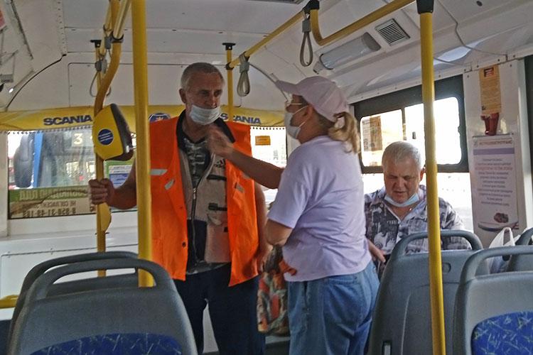 Услышав инструкцию, женщина лет 40 подошла к валидатору, приложила к нему карту не раскрывая кошелек и села на место. Кажется, не сложно. Но что будет, когда кондукторы-«экскурсоводы» покинут троллейбусы?