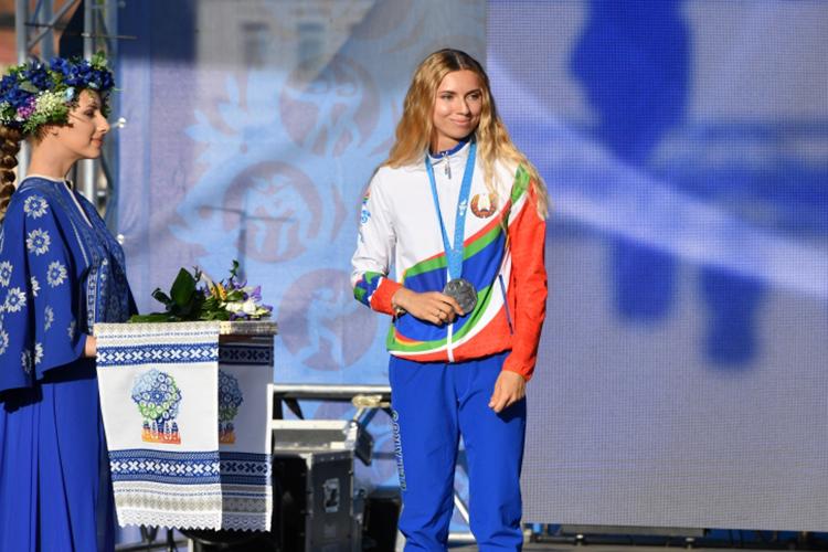 Белорусская легкоатлеткаКристина Тимановскаявяпонском аэропортупопросила помощи уполицейских, заявив, что еенасильно вывозят изстраны