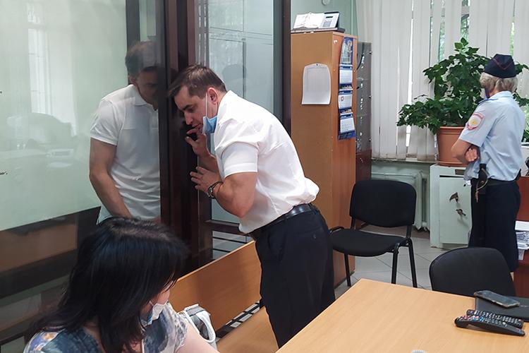 Защитник Руслан Мадифуров потребовал для Шацких изменения меры пресечения на домашний арест. Но суд постановил: продлить арест Шацких на три месяца, до 8 ноября 2021 года