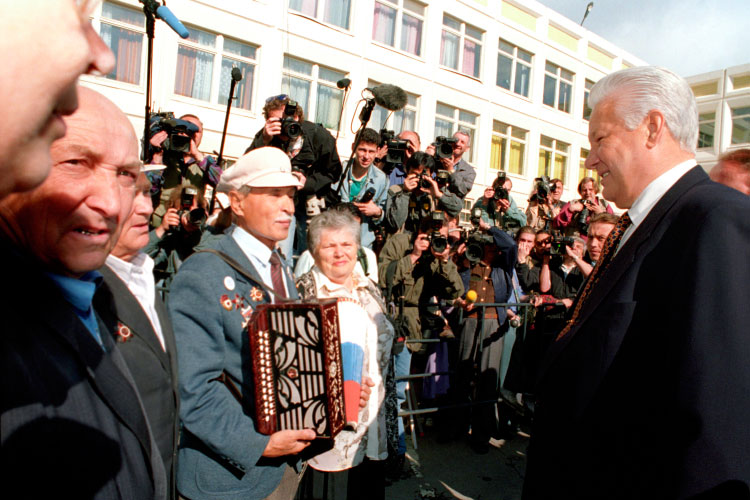 «Уже после выборов 1996 года Ельцин отлично понимал, что вопрос сохранения системы, которую онсоздал исчитал своей, стоял очень остро»