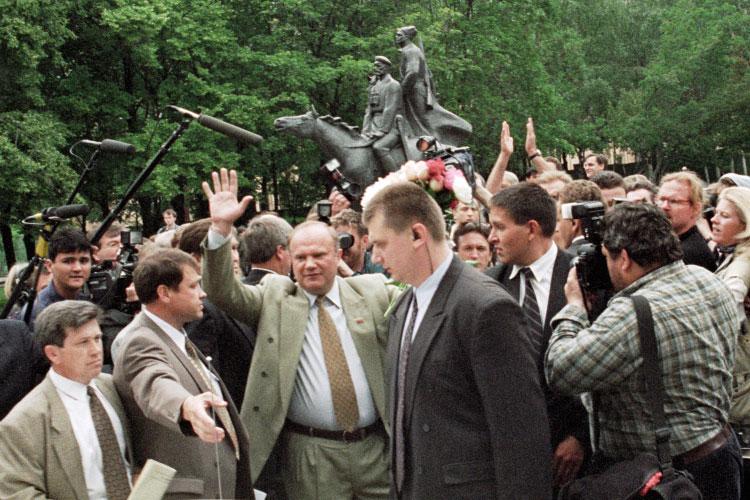 «Если теоретически предположить, что действительно победил Зюганов, топочему вРоссии неслучился Майдан?»