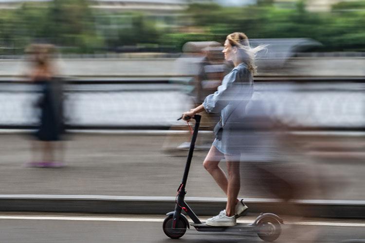 Висполкоме еще раз подчеркнули заинтересованность вразвитии транспорта малой мобильности,вчастности, электросамокатов—они снижают нагрузку наулично-дорожную сеть иудобны виспользовании