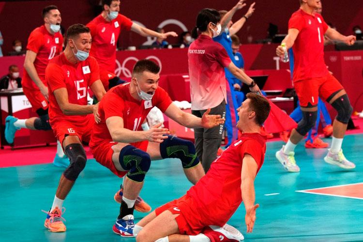 Сегодня россияне сотворили ещё один спортивный подвиг, когда в важнейшей третьей партии спаслись со счёта 12:20