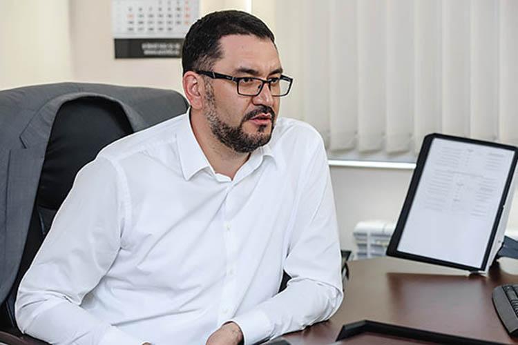 Ирек Валиев:«Нанашей нефтебазе создана собственная лаборатория. Произведено техническое перевооружение нефтебазы, там применены самые лучшие технологии. Думаю, что проблем склиентами иосвоением этого рынка унас небудет»