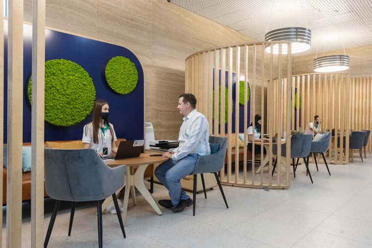 Новый офис «Лучше»АкБарс Банкаможно назвать концептом—моделью, покоторой, помнению создателей, предстоит строить взаимодействие клиентов сбанками вреальном, аневиртуальном пространстве