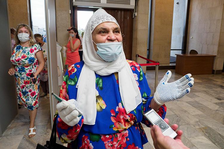 Назиля Хайруллина –настоящая фанатка артиста сболее чем 30-летним стажем:«Билеты сама покупаю, хотя пенсия маленькая, яинвалид, уменя обширный инфаркт был»