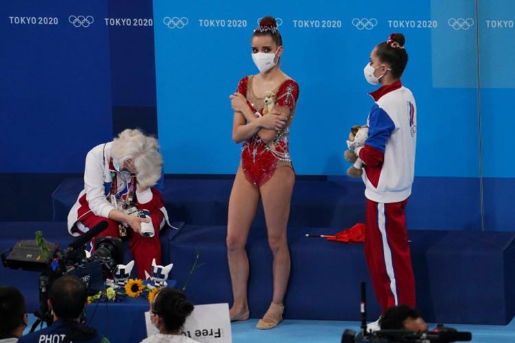 Дина Аверинавесь олимпийский цикл собирала медали самых крупных соревнований исчиталась безоговорочным фаворитом Токио. Еёсестра-близняшкаАрина Аверинакотировалась нетак высоко, нотакже считалась претендентом напьедестал