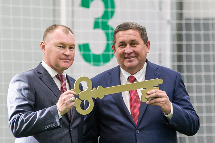 Компания «Евростиль»Ильнара Гайсина(справа)— неизменный любимчик властей Набережных Челнов. Гайсин уже давно имеет статус короля госзаказа