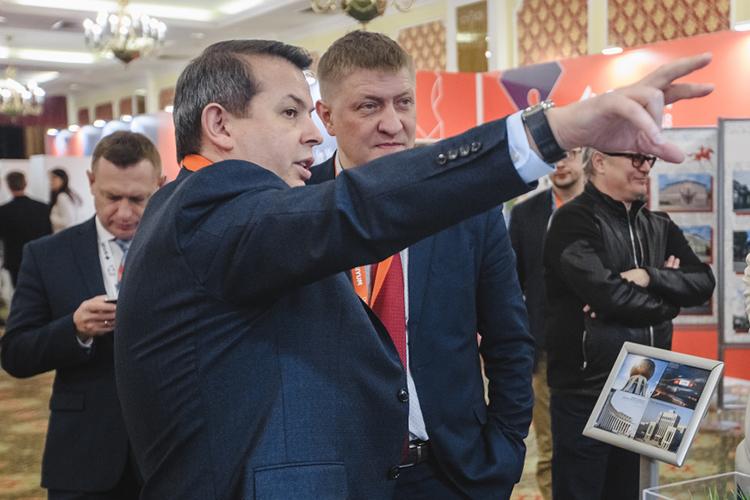 Укрепляются позиции шефа «Татинвестгражданпроекта» Аделя Хуснутдинова (слева). С точки зрения инженерии приспособить архитектурные фантазии и уложить их на реальную почву стройки институту равных нет