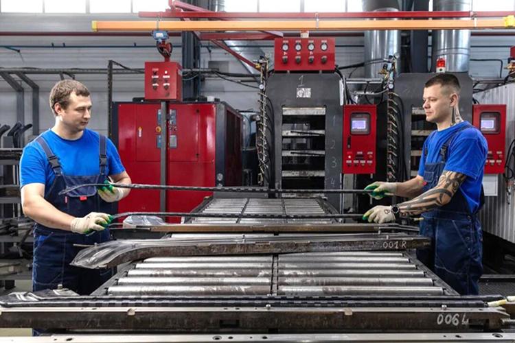 Компания «ЗаряД» капитана «АкБарса»Даниса Зариповавыпустила новые флагманские модели композитных клюшек. Благодаря кооперации «ЗаряДа» сгосударственной корпорацией «Росатом» использованы передовые технологии, применяемые ваэрокосмической промышленности